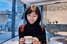 首尔江南闪亮的Dior Cafe  House of Dior建筑超美 像一朵含苞待放的花朵 咖啡店
