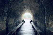 汀江,穿长汀县城而过 可谓一条江伴着一座城 历经岁月变迁 如今繁华落尽 只有唐宋时期的古城墙屹立于江