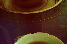 春茶,绿茶的一种,喝起来暖暖的,适合冬季喝。这是在一个拉面馆喝到的。老板很热情的哟。桌子里有炉子,当