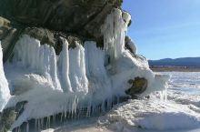 蓝冰之旅  之  冰挂 湖水拍打着岸边的岩石,在严寒的空气中渐渐化身奇妙的冰挂。 只是我怎么也没搞明