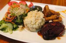 美味与服务并存得餐厅  我们全家一起去吃饭,没有感到失望。当我们在外面研究他们的菜单时,服务员和我们