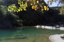 美人谷位于湖北省京山市绿林镇东南1公里的万福河峡谷,面积约6万平方米,纵长约500米。它由锦珠帘瀑布