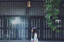 清江古城文化旅游度假区位于风景如画的长阳县龙舟坪镇何家坪村,与长阳县城仅一桥之隔,背靠青龙岭,面对凤