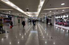 准备去出差珠海在北京机场这里的商品还是非常不错的,这里的牡丹瓷真的非常非常美,第一次见到这么漂亮的瓷