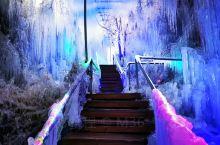 龙居瀑布旅游区距保定市主城区50公里,景区海拔860米,瀑布全长3.2公里,依次相连的九级瀑布风采各
