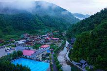 陪老携娃来避暑_吉林临江龙润温泉度假酒店是个避暑好去处。 周边环境好:群山环绕,树木成林,天然氧吧。