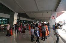 印尼学校放假时间不一,除了6-7月比较统一的假期之外,配合圣诞节及元旦,基督学校12月开始,公立学校