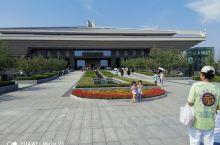 孔子博物馆是山东省委、省政府为贯彻落实习 近平总书记视察曲阜重要讲话精神,传承弘扬以儒家思想为代表的