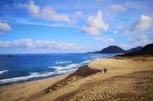沙丘+大海的第一反应=鸟取 上沙丘的方法有两个,可以选择较为安全的斜坡,也可以挑战难度走笔直的