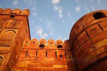 下午阳光映照下的阿格拉古堡是红色的!阿格拉古堡建筑是古代印度-伊斯兰艺术顶峰时期的代表作。导游说开放