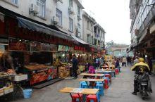 这是大陆这边第一条正式挂名台湾的小吃街,再过来的时候就相当的热闹,到时还没有去过台湾,觉得还是挺有趣