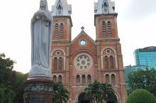 西贡圣母大教堂又称红教堂,位于西贡中心,是胡志明市的地标建筑。         雄伟壮丽,古意昂然,