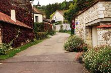 鲜花环绕的画家村~吉维尼小镇  法国人爱浪漫,法国人爱花,上个世纪五十年代法国就开始在全国评选鲜花小