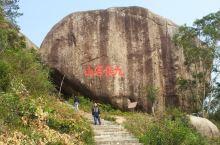 九侯山位于诏安县城以北15公里,九峰并列,尊若公侯。主峰西山岩海拔1120米,中心景区25平方公里,