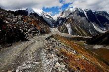 墨脱县是雅鲁藏布江进入印度阿萨姆平原前,流经中国境内的最后一个县,境内的居民主要为门巴族和珞巴族,雅