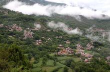 一场阵雨过后的甲居藏寨