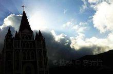 这里呢,是以前认识一个基督教的教友的朋友是在浙江台州的,这里是当时他们的教堂,他们这个教堂真的是真的
