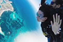 澳大利亚,罗特尼斯岛  西澳大利亚唯一提供岛屿高空跳伞体验的地方,就在罗特尼斯岛。  在地面学习简单