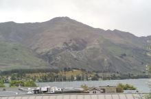 新西兰•瓦纳卡镇 瓦纳卡镇位于新西兰南岛中部,瓦纳卡湖边的一个非常小的镇。瓦纳卡湖有一颗柳树因为形状