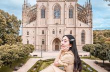 有白银之城之称的库特纳霍拉城,如同捷克众多城市中的一颗耀眼明珠,它兴建于捷克王国最繁盛的时期。 这座