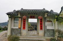 《来自连州的诱惑:简单古朴的老建筑……》  我是孤独浪子,希望我的拍拍让您有所收获。 漫游神州31载