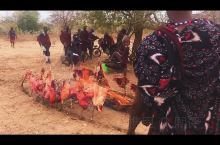 非洲部落探秘之马赛部落  马赛部落是东非地区的最著名的游牧部落,主要通过放牛放羊维持生计。马赛社会主