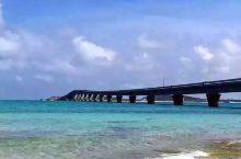 能够观赏到难以置信蔚蓝大海的伊良部大桥