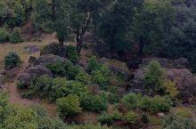 马摆大山风光奇异独特,是一座具有复合型景观的高山大草原。大山上有草坪、草坡、山梁、峡谷、海子等风光。