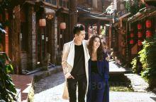 木楼青瓦,古街石巷,小桥流水的意境,在古镇拍中式婚纱照画面感很强,如果选择西式婚纱,也不要担心,混搭