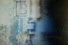 九华山月牙池位于九子寺,是空有和尚于20世纪60年代修建,月牙池巧用谷地岩石、泉水巧妙构筑美景。月牙