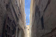 fes迷宫一样的巷子、署名的蓝绿门。