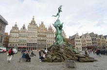 Antwerp有世界第四美的火车站,有收藏着古老工艺的Plantin-Moretus Museum普