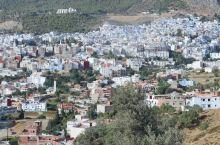 来到摩洛哥,一路由马拉喀什,梅祖卡,菲斯,眼前出现的都以土黄色为主的色调和五彩马塞克装潢,看得眼睛疲