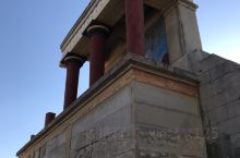 来到希腊也了解一下古文化了,这里是一个迷宫(皇宫)希腊神话里面是关了一个牛头怪,跟着要吃人,在里面的