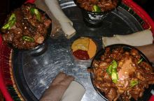 他们的主食,这种还是当地富人餐,一般的都只有英吉拉和土豆西红柿炒了之后配着吃