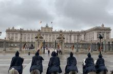 马德里皇宫国王进场仪式,庄严肃穆,骑兵英姿飒爽,气氛隆重热烈