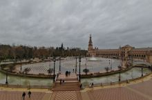 西班牙广场,雄伟壮丽,大气磅礴。也许就是大气磅礴,所以也就免费游览和参观……