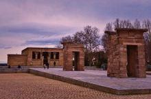 在西班牙异地原物重建的埃及德波神庙,供奉生命女神伊西斯。据说是当地看夕阳的圣地,可以水池冬天没有放水
