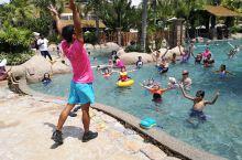 住这个酒店孩子彻底玩疯了,话不多说,就是个开在水上世界里的酒店,自己想吧。