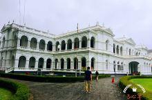 科伦坡国家博物馆Colombo National Museum,是一座双层的宏大白色建筑,也是斯里兰