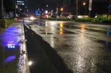 下雨的夜班。思念家人。