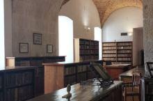 科英布拉是葡萄牙第三大城市,以坐落在山上的科英布拉大学最为有名,哈利波特的拍摄是以这校为蓝本拍摄的,