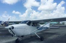 到关岛用大约千五元,就可以一试自己驾飞机,还可以免费加两位后座乘客,一家三口刚刚好。虽然只是20分钟