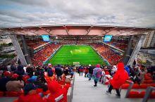 """只有战斗民族敢打造这样的""""网红球场"""" 坐在""""球场外""""看IMAX的神奇球场 俄罗斯世界杯的球场里最难忘"""