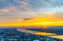 到大阪不可错过的都市夜景地,能360度无遮挡俯览整个大阪的梅田蓝天大厦空中庭园展望台,距离地面170