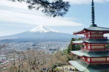 在湖边,在山间,在田野,在游乐场,甚至在酒店的客房,富士山无处不在,没有所谓最美的角度,每一处都有它