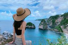 在巴厘岛,海有很多种蓝。好像心是属于大海,每次旅行都选择海岛游。这次巴厘岛之行,倒是巴厘岛附近的离岛