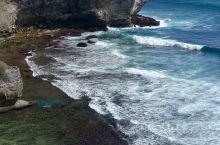 和爱人一起在情人崖等一场日落  亮点特色: 情人崖的景色真的非常好,悠长连绵的海岸线,海浪拍打在石头