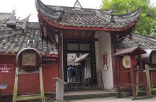 成都市双流区黄龙溪古镇,三县衙门,与古龙寺联建在一起。三县衙门因位于三县的交界处,曾经共管三县的事务