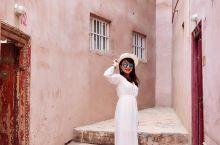 喀什噶尔古城 我终于来了 你的美还在 弯曲的一街一巷 诉说着动人的故事 与时间一起流淌的 是风情万种